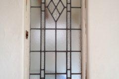 玄関正面のアンティークステンドガラス
