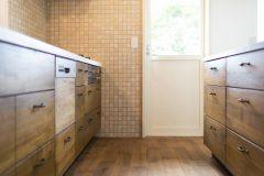 くるみ材オリジナルキッチンと収納