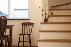 漆喰塗り込みの階段