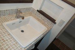 造作洗面台(モザイクタイル貼り)