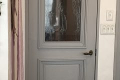 オリジナルアンティーク調のリビングドア。ここもアメリカンスイッチに変更!