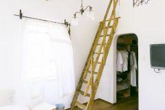 寝室クローゼット上に、ご主人の隠れ部屋(ロフト)を設けた