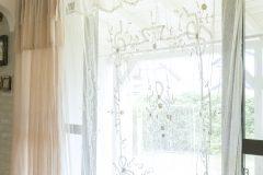 古いチュールカーテン
