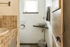 トイレのドアもアンティークです