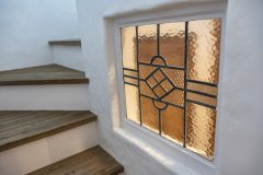 階段手摺壁にステンドグラスを!