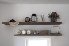 キッチン背面の飾り棚